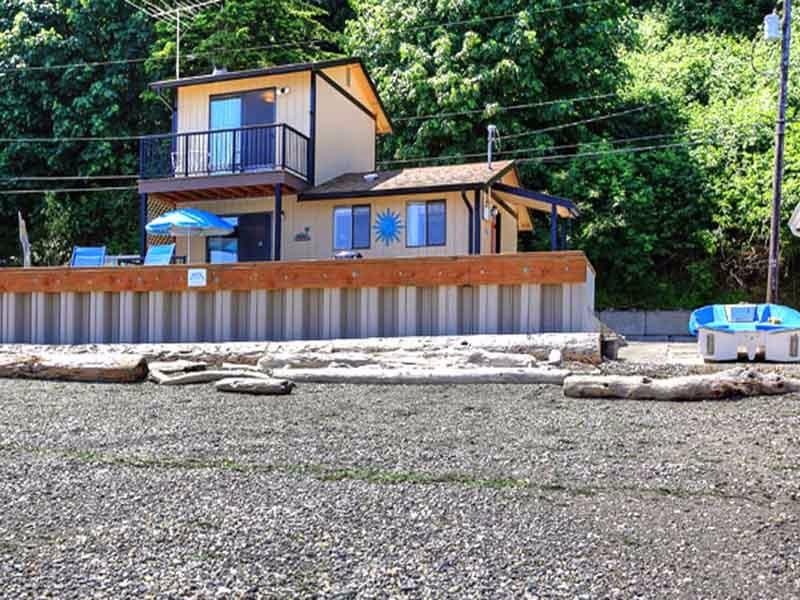 Beach-House-at-Tyee-on-Camano-Island02