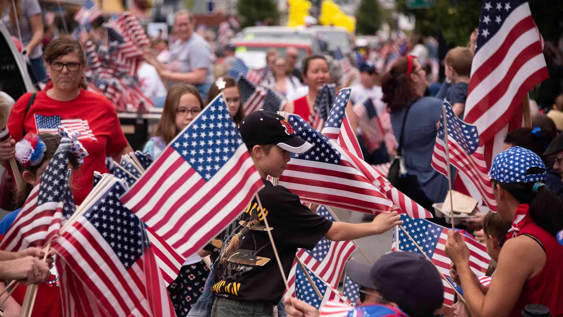 Handing Out Flags></noscript></li><li class=
