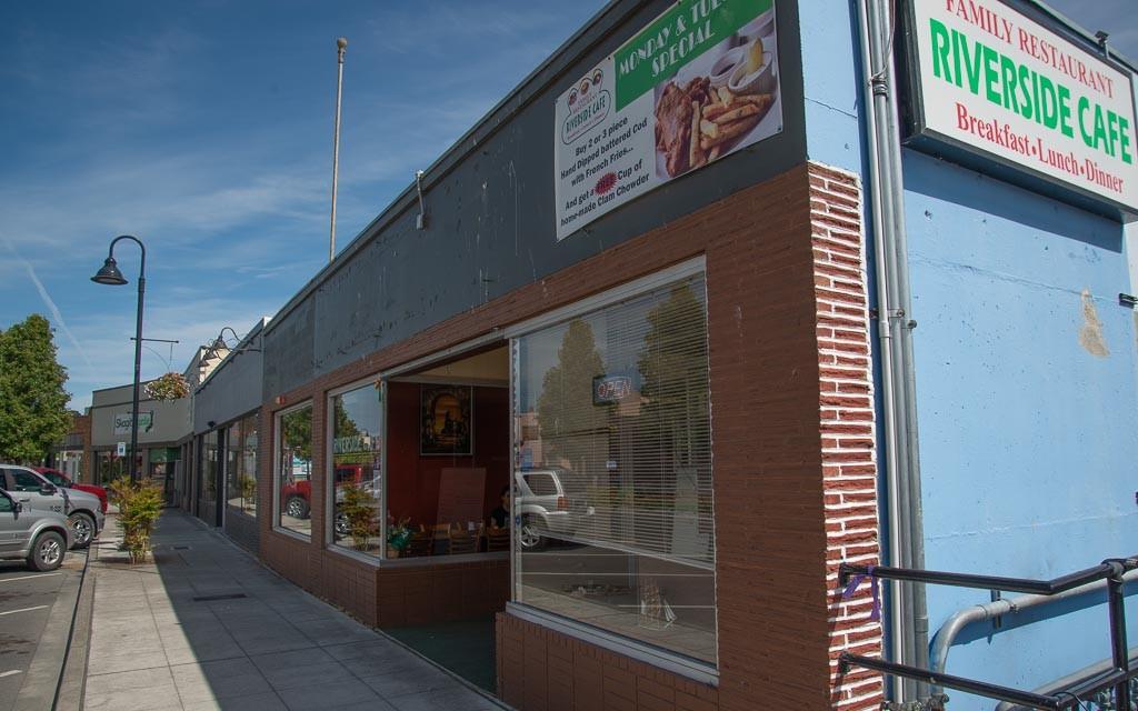 48958 Riverside Cafe 5751