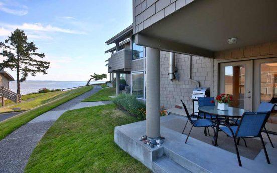 Beachfront Condo Mutiny Bay 01 552x345