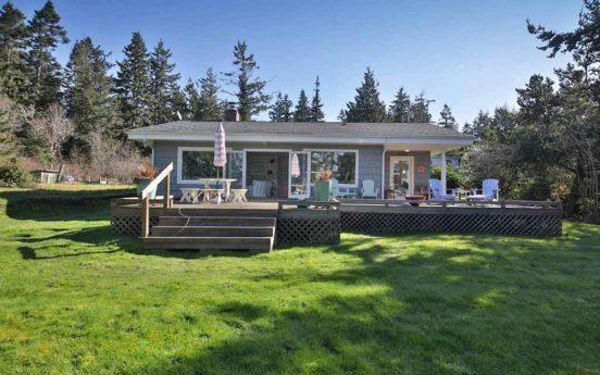 Comfy Coastal Cottage 01 552x345