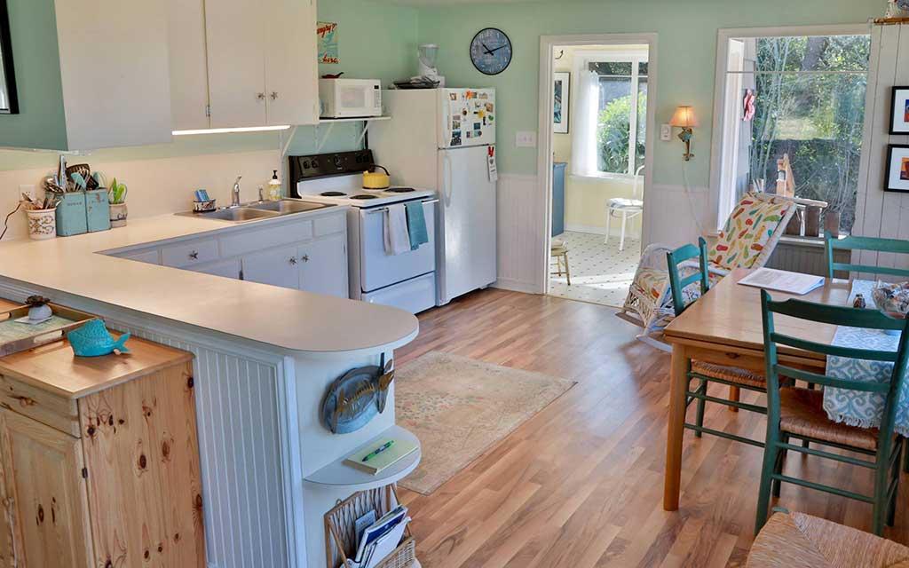 Comfy Coastal Cottage 04